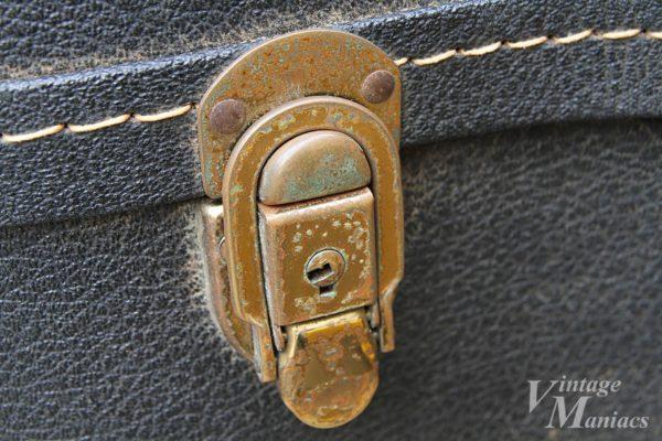 ハードケースの真鍮のラッチ