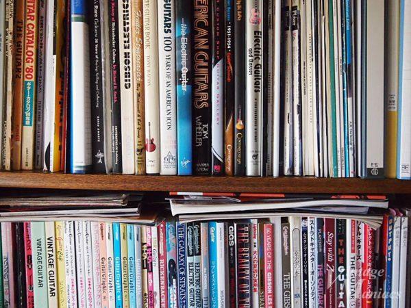 ギター関連の本が詰まった本棚