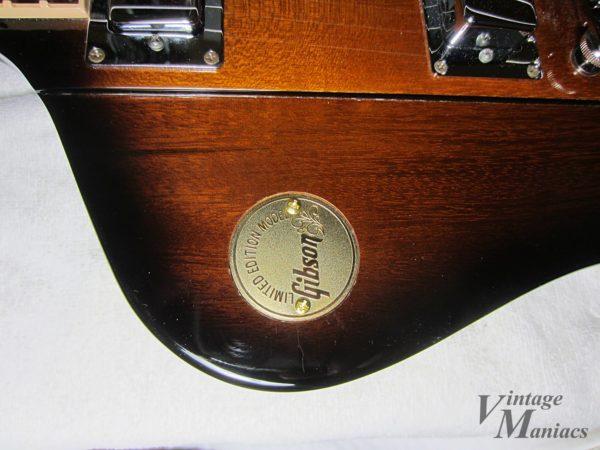 Japan Limitedのファイヤーバードに取り付けられたメダル