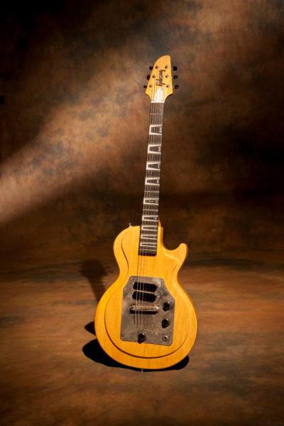 Joe Bonamassaのコリーナ・コンバージョンギター