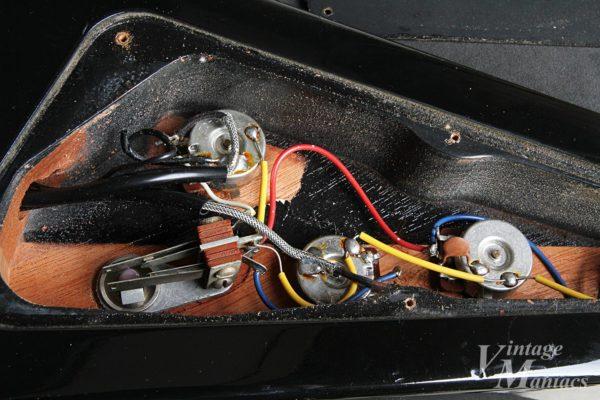 フライングV 83のキュートなコンデンサー