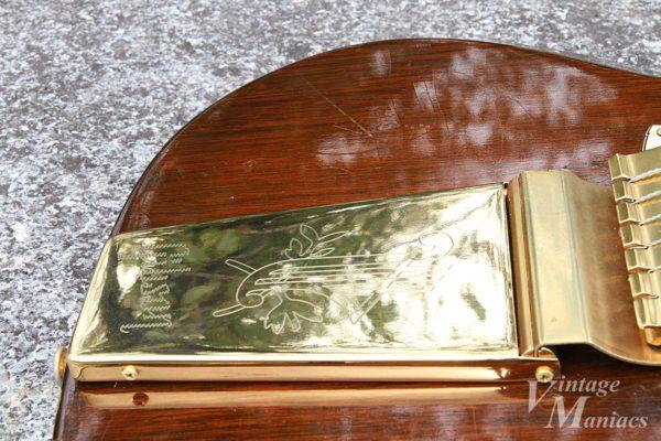 SGカスタムに搭載されたゴールドのロングヴァイブローラ