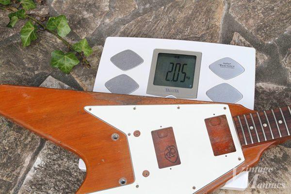 パーツを外して重量を測ったフライングV