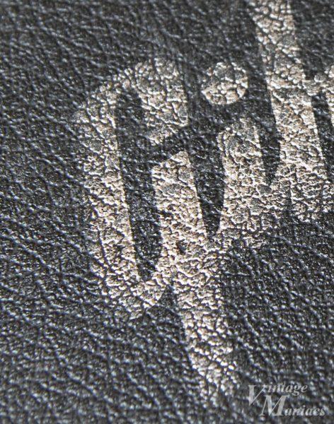 手作業のGibsonロゴ