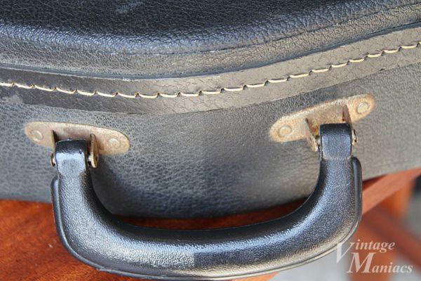 ヴィンテージのギターケースのハンドル