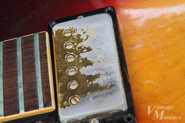 ゴールドメッキが剥げたピックアップカバー