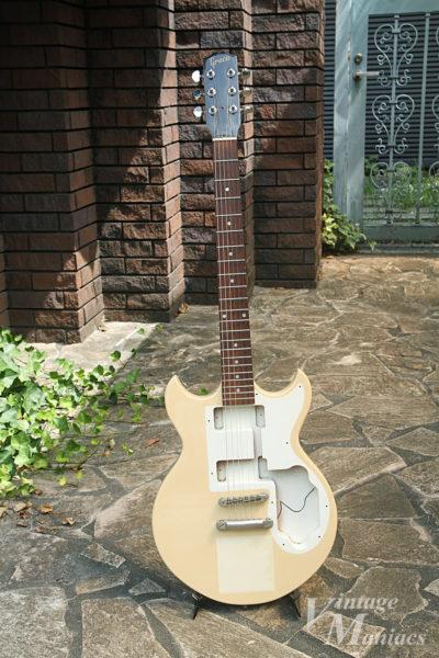 ステッカーを貼り付ける前のギター