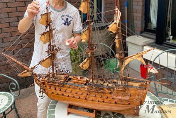 作りかけの帆船模型