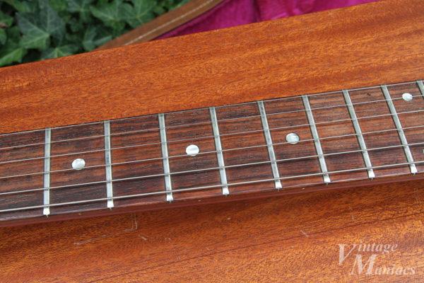 美しい木目のローズウッド指板