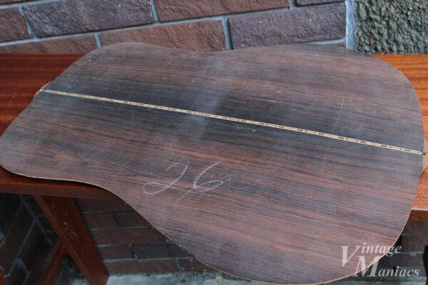 寄木細工模様が入ったボディバック