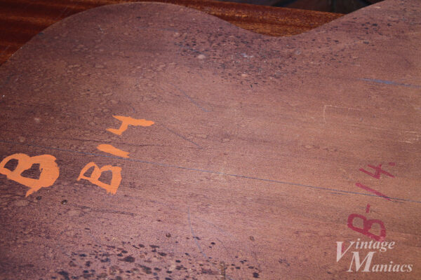 B-14と書かれた治具