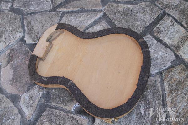 フラットトップ・ギター用のような治具