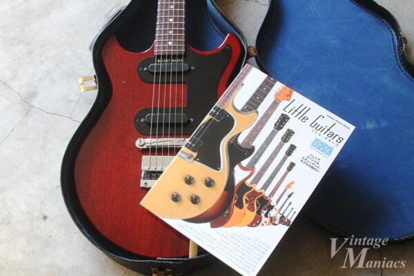 メロディーメーカーの上に置いたLittle Guitars