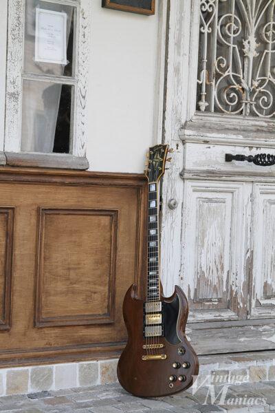 古びたドアとSGカスタム