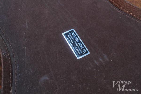 ケースに貼ってあるSWICEGOOD MUSIC Co.のステッカー
