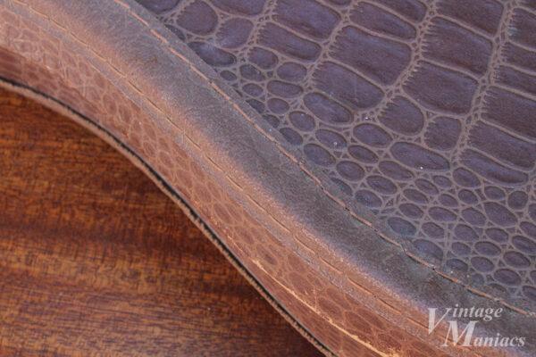 丁寧に加工されたチップボードケースの縫い目