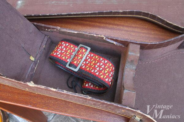 ギターケースのポケットに入っていたヴィンテージ・ストラップ