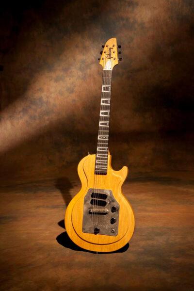 ジョー・ボナマッサのラップスティール改造ギター