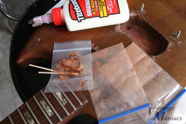マホガニーの粉末をタイトボンドで練った充填剤
