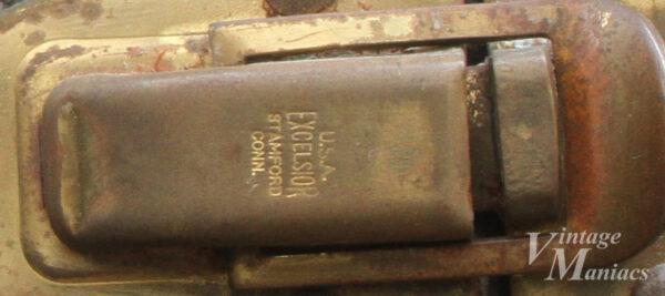 STAMFORD CONN刻印のケース金具