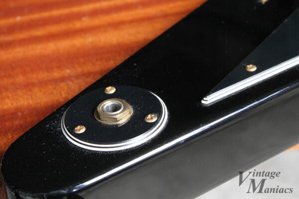 7弦フライングVのジャックプレート