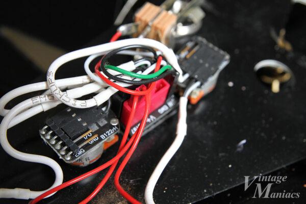 7弦フライングVのコントロール部