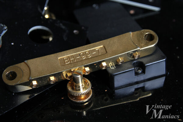 7弦フライングVのゴールドパーツ