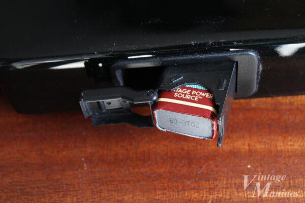 蓋を開けた電池ボックス