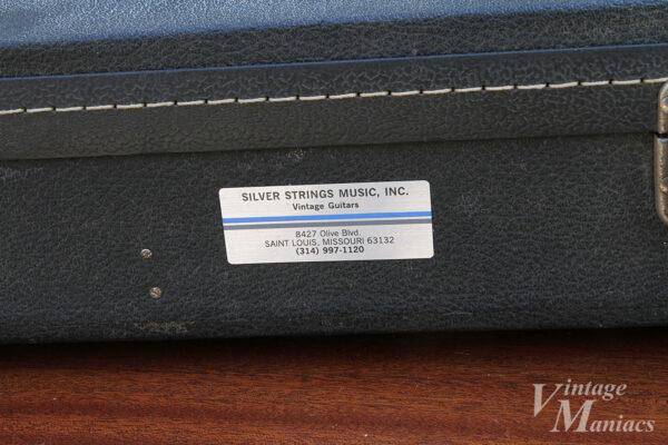 Silver Strings Musicのステッカーが貼られたギターケース